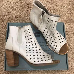 TOMS super cute heels booties